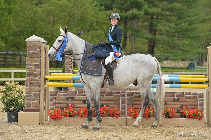 Madison Goetzmann and Play It Again in their winner's presentation. Photo by The Book