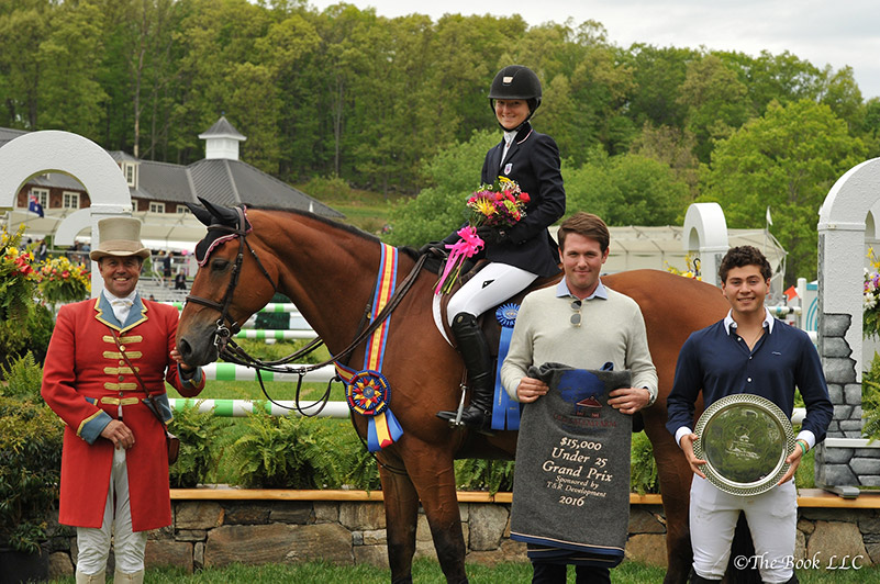 Lucy Deslauriers and Hester in their winner's presentation with ringmaster Alan Keeley and Rob Gray and Teddy Vlock representing T & R Development; photo © The Book LLC