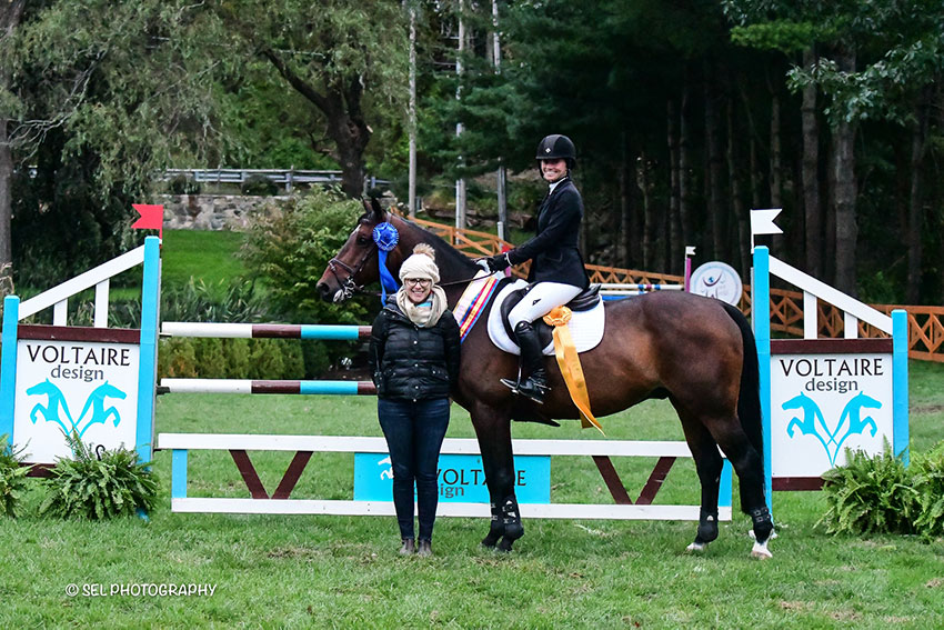 Katie Tyler and Shet du Thot are presented as winners of the $10,000 Voltaire Designs Mini Prix by Chelsea Dwinell of Old Salem Farm during the Old Salem Farm Fall Classic at Old Salem Farm in North Salem, NY. Photo by SEL Photography